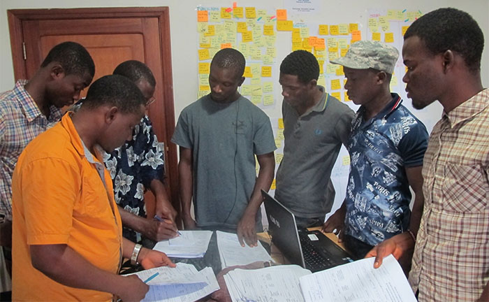iLab Liberia team reviews incoming cases with emergency personnel
